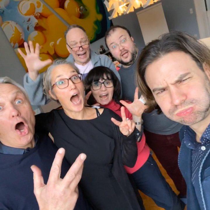 Kurvenkratzer Journey Yes We Cancer Meets Kurvenkratzer In Berlin The Crazy Gang Mit Jörg Hoppe Jochen Kröhne Simone Adelsbach Martina Hagspiel Jürgen Bogner