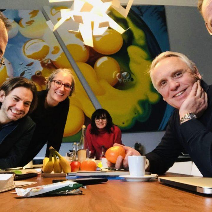 Kurvenkratzer Journey Yes We Cancer Meets Kurvenkratzer In Berlin The Gang Mit Jörg Hoppe Jochen Kröhne Simone Adelsbach Martina Hagspiel Jürgen Bogner