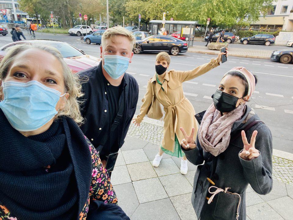 Yes We Cancer Reise Nach Berlin Yes We Cancer Gruppenfoto Krebsblogger Martina Hagspiel Alex Boehmer Dilek Leben