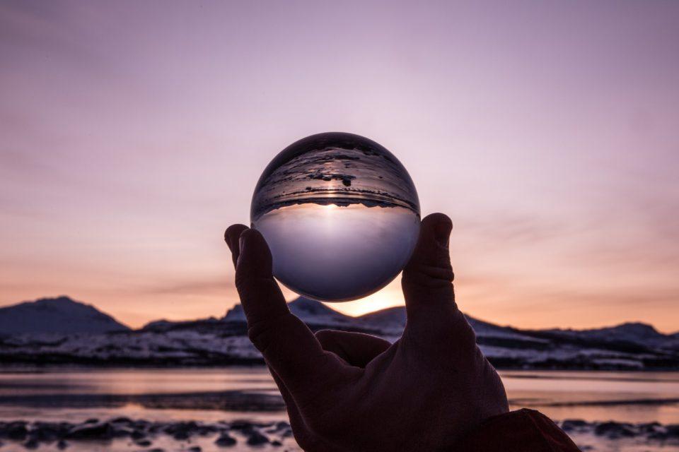 Oktober Landschaft Glaskugel Hand Verdreht Nach Sonnenuntergang Shutterstock