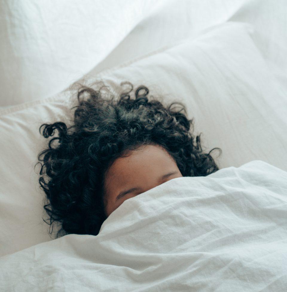 Oktober Person Verkriecht Sich In Bett Pexels Ketut Subiyanto