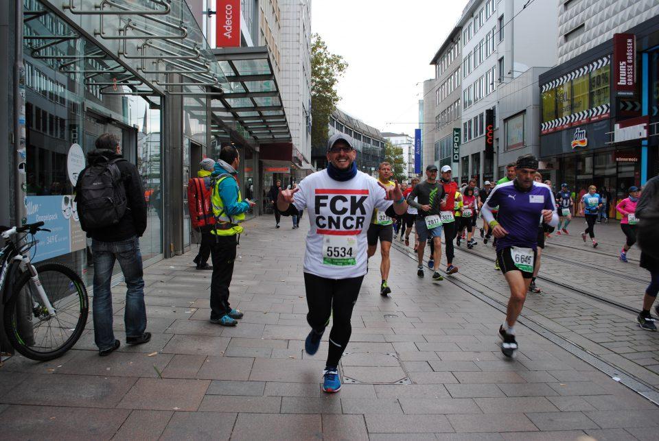 November Stefan Kuebler Peniskrebs Halbmarathon Bremen Start