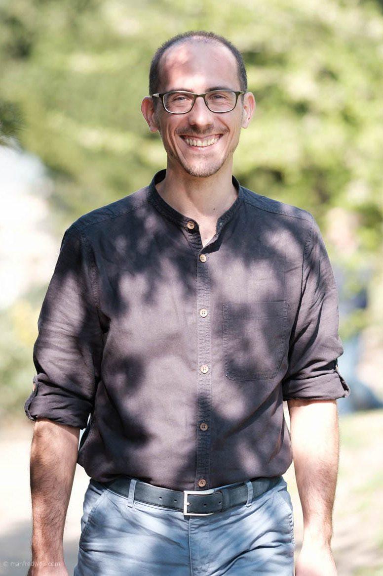 Agentur Alexander Greiner Kurvenkratzer Redakteur Hochformat Manfred Weis Aspect Ratio