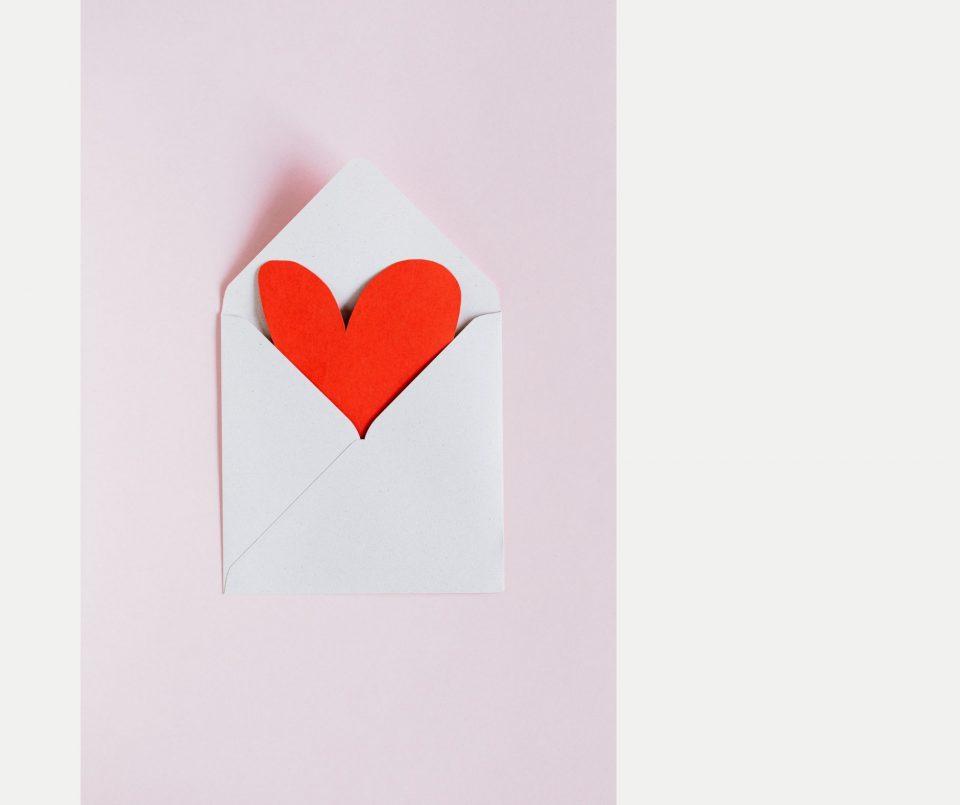 Nobody_likes_Newsletter_versuch_doch_mal_den_hier_von_Kurvenkratzer_Herz_im_Umschlag_pexels Karolina Grabowska